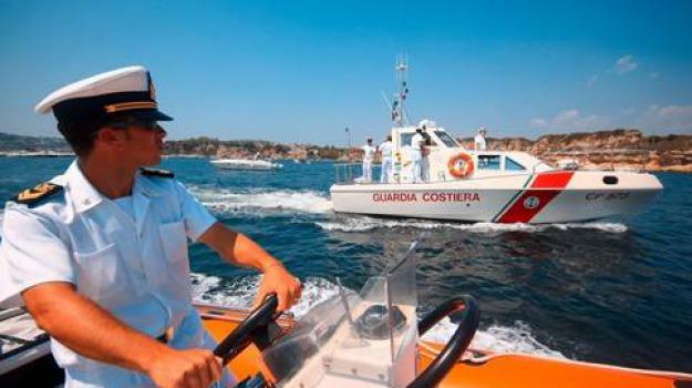 ispica, migranti su barca a vela, Sicilia, Archivio