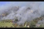 Incubo incendi In fumo terreni e ville evacuate