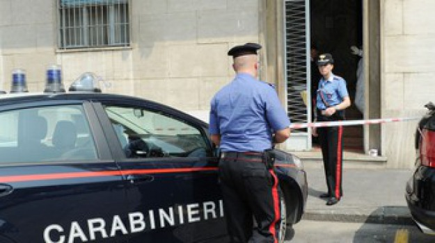arrestati, feriscono un ambulante, Sicilia, Archivio