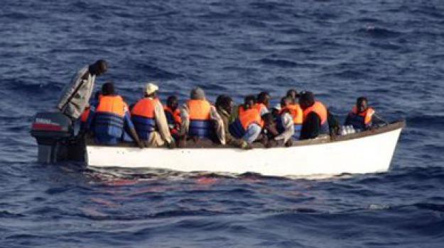 crotone, migranti, sbarco, Catanzaro, Calabria, Archivio