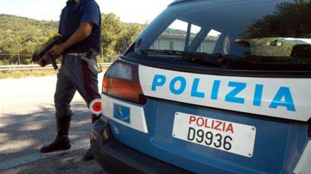 colluttazione, extracomunitario, polizia, Questura di Catanzaro, Catanzaro, Calabria, Cronaca