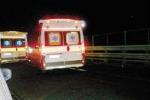 Palpeggia una paziente in ambulanza, liceniziato