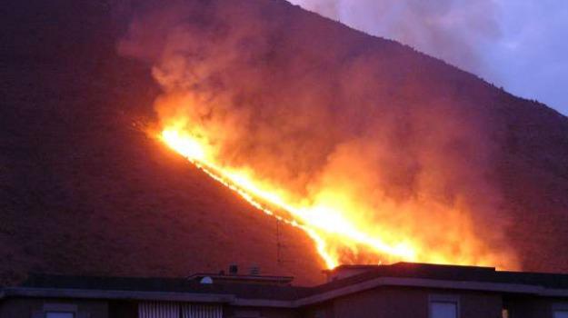 incendio etna, nicosia scout, scout incendio, scout salvati, Sicilia, Archivio
