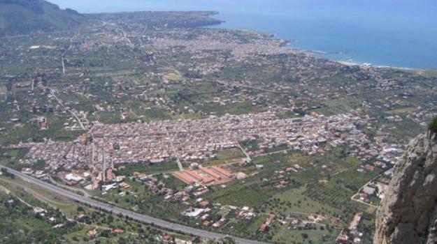 cinisi, folgorato, pc, Sicilia, Archivio