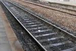 Incendio tra Sibari e Corigliano, invasi i binari: traffico ferroviario in tilt