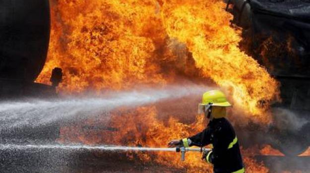 autocisterna in fiamme, Sicilia, Archivio, Cronaca