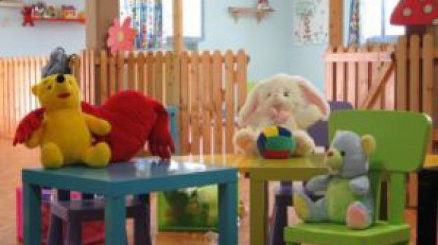 asilo cosenza, genitori picchiano insegnanti, maltrattamenti bambini scuola, Cosenza, Calabria, Cronaca