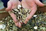 A Cosenza un sussidio per i poveri in monete coniate dal Comune