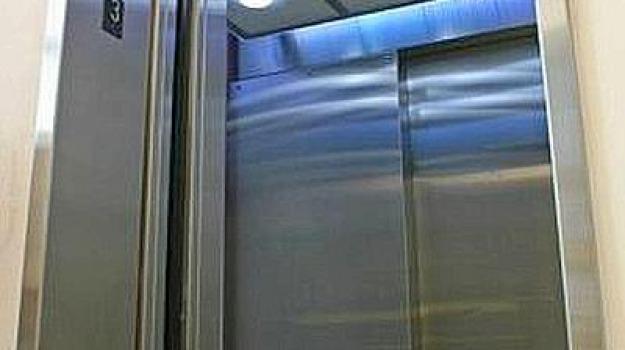 ascensore rotto, associazione nazionale emodializzati, Francesco Pentimalli di Palmi, reparto Dialisi di Palmi, Reggio, Calabria, Cronaca