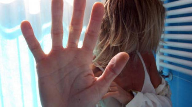 abusi sulla figlia, Sicilia, Archivio, Cronaca
