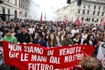 Studenti in piazza in 90 città