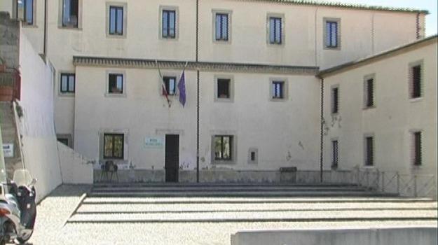 protesta dei lavoratori, stipendi in ritardo Paola, Cosenza, Calabria, Cronaca