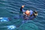 Salva i tre figli e annega in mare