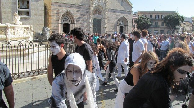 crociera, flash mob, luna obliqua, piazza duomo, Messina, Archivio