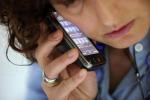 Molesta ragazze con cellulare rubato