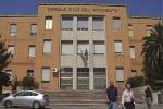 Cosenza, precari della sanità protestano sul tetto dell'ospedale