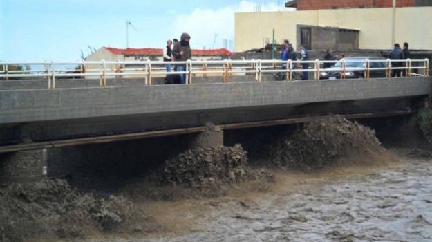 alluvione, barcellona pozzo di gotto, torrente longano, via del mare, Sicilia, Archivio