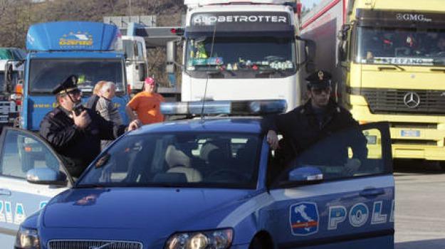 camionista, muore, schiacciato, Sicilia, Cronaca