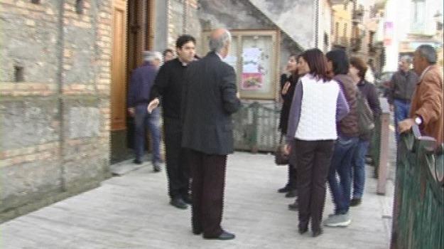mons. bonanno, protesta fedeli, roggiano gravina, Sicilia, Archivio
