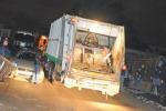 Muore stritolato dal camion dei rifiuti