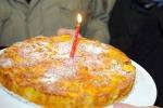 Petardo su torta compleanno, 12 feriti