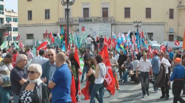 ammortizzatori in deroga, cgil cisl uil, manifestazione cosenza, Cosenza, Calabria, Archivio