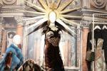 La Madonna in vetrina Proteste sul web