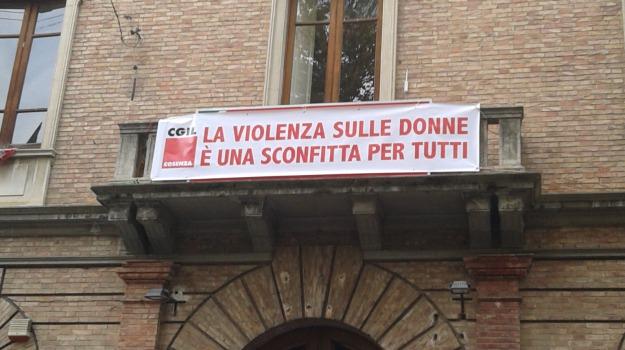 cgil, donne, striscione, Cosenza, Archivio