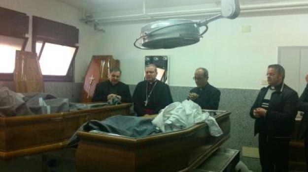 incidente ferroviario, mons. santo marcianò, rossano, rumeni, scontro treno-furgone, Calabria, Archivio
