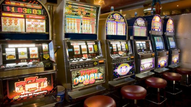 dimenticano la figlia, slot machine, Sicilia, Archivio