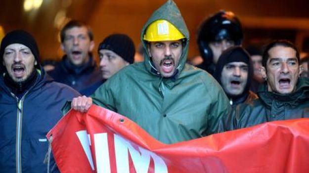 protesta operai, Sicilia, Archivio, Cronaca