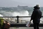 Maltempo: a Stromboli arrivano i viveri, Alicudi isolata