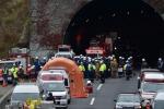 Corpi carbonizzati sotto tunnel crollato