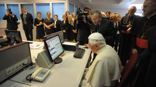 papa, twitter, Sicilia, Archivio, Cronaca