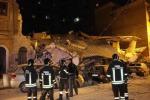 Crollano 2 palazzine, due morti e 2 dispersi