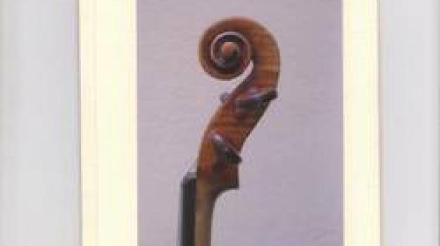 facebook, violino, Sicilia, Archivio, Cronaca