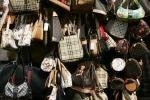Scoperta boutique con borse false