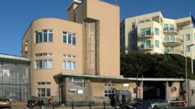 bimbo, cade, finestra, Sicilia, Archivio, Cronaca