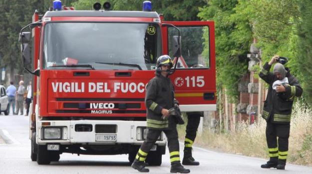 casolare a fuoco, taverna, Catanzaro, Calabria, Archivio