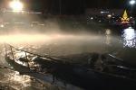 Barche in fiamme paura al Porto