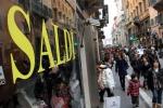 """Saldi, nel 2019 il Codacons annuncia un nuovo calo: i 10 consigli per evitare le """"fregature"""""""