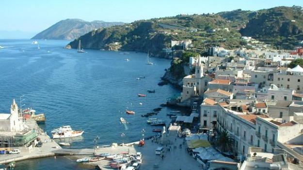 feste di Pasqua, isole eolie, ponte pasqua, settemila prenotazioni, turismo, Messina, Sicilia, Economia