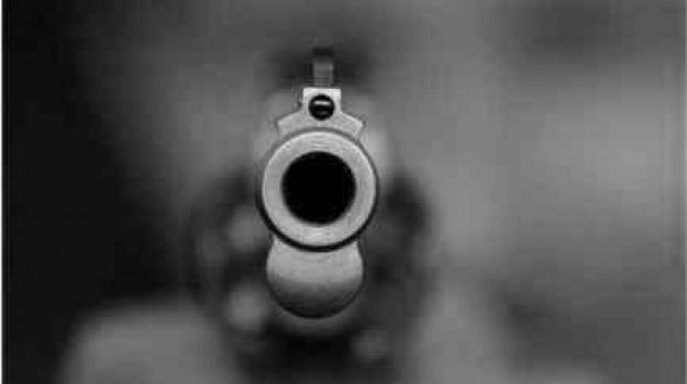 passante, pistola, Sicilia, Archivio, Cronaca