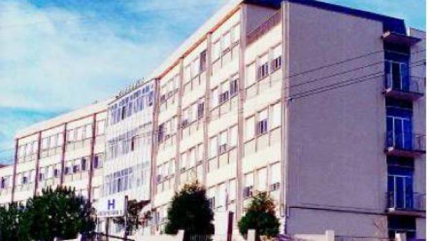 caos all'accettazione, ospedale di soverato, utenti in attesa, Catanzaro, Calabria, Cronaca