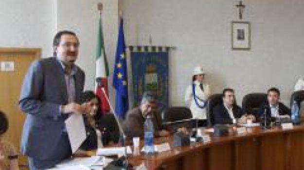 cosenza, rimette mandato, vigna, Cosenza, Calabria, Archivio