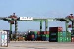 Nave perde carbone nel porto di Taranto