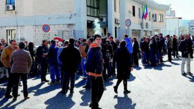 crotone, lavoratori senza stipendi, Catanzaro, Calabria, Archivio