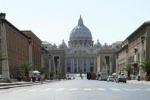 Fedeli increduli a Piazza San Pietro