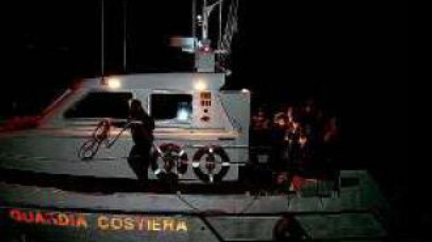clandestini, guardia costiera, Catanzaro, Calabria, Archivio