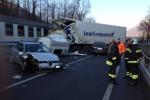 Camion sui binari due morti